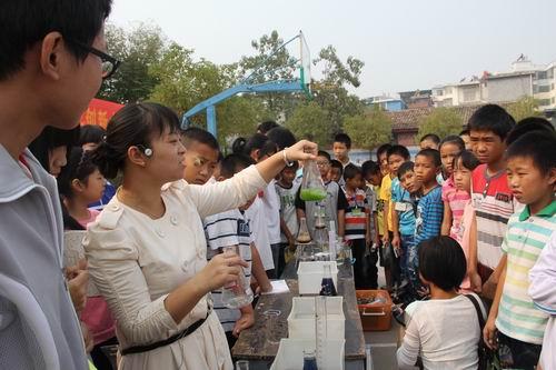 江西省第27届青少年创新大赛作品巡展活动在赣南举行